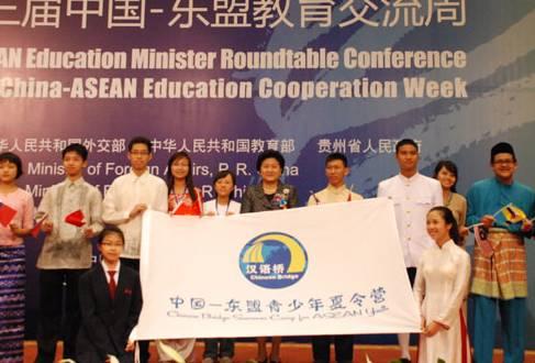 在印尼雅加达的中国中文老师工资月薪过万