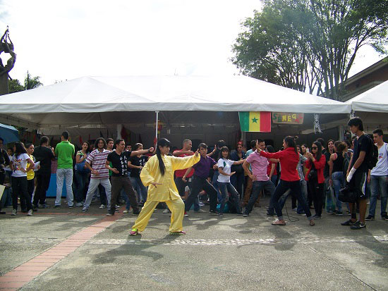 麦德林汉语文化推广中心参加大学语言文化节活动