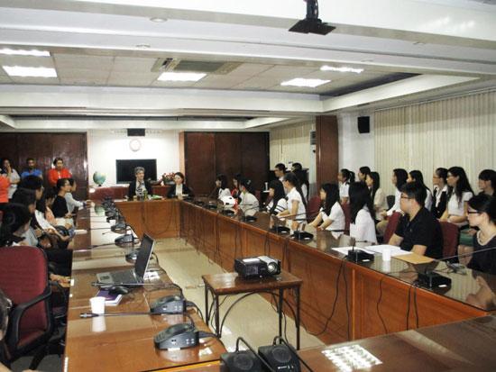 菲律宾教育部迎接首批汉语教师志愿者
