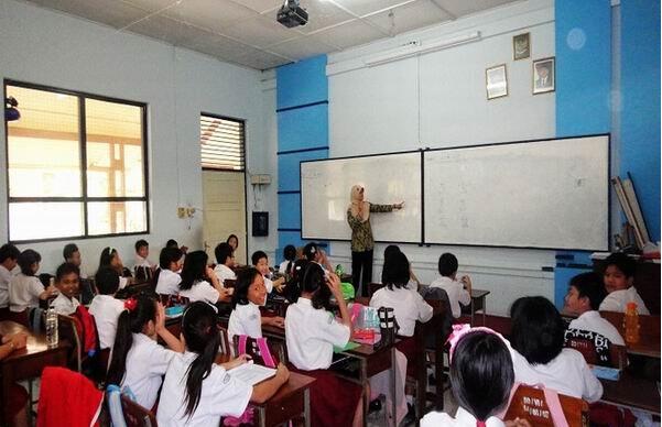 郑州80后女生当汉语教师赴印尼任教