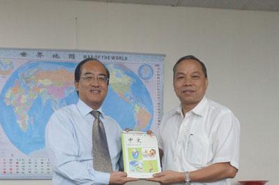 巴拿马多家汉语学校获赠教材 汉语教学成果显著
