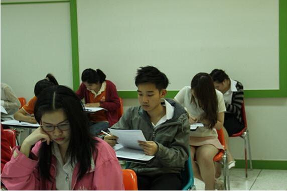 泰国孔敬府对外汉语培训中心举办2014年度第六次汉语水平考试