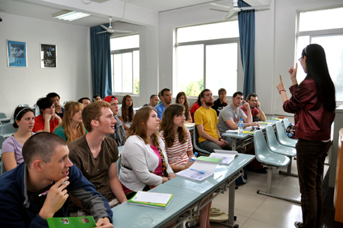 美国掀起学汉语热潮 双语教师师资匮乏