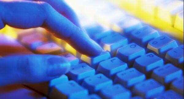 比利时一家创业公司iBeezi就发明了一种适合小型键盘的汉字输入法,最多按四下就可以打出一个汉字,自称比目前通常的拼音输入法更优越。