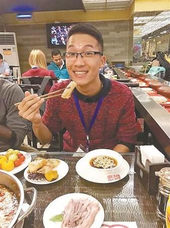 范明德很喜欢在重庆的生活。(受访者供图)
