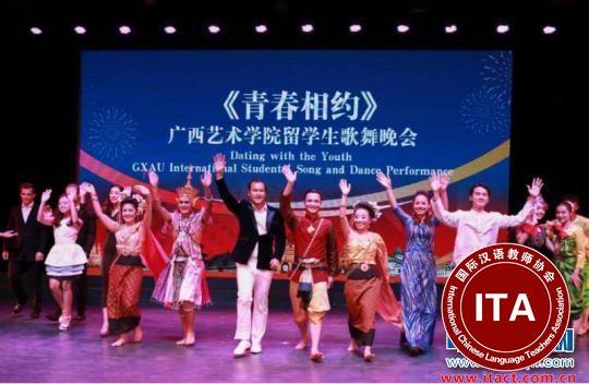 中国侨网留学生们集体展示才艺 林浩 摄