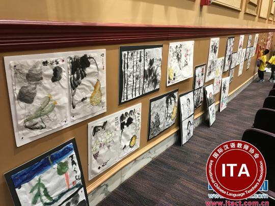 现场展示的营员们的书画作品。 江苏省侨办 摄