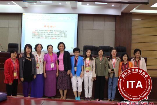 """贵州师范学院教授颜迈的""""汉语的歧义""""讲座现场。 冷桂玉 摄"""