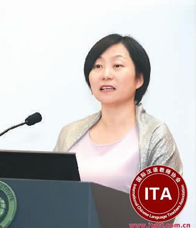 中国侨网邓滢在孔子学院开放日演讲。