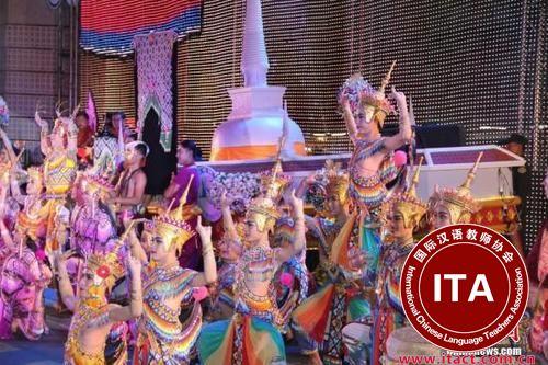 """中国侨网资料图:2017年11月15日晚,""""神奇泰国""""花车巡游活动在曼谷市中心举行,正式开启泰国2018旅游年。中新社记者 王国安 摄"""